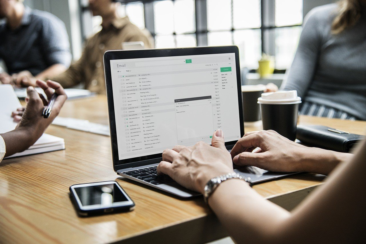 Administrasi Perkantoran Era Digital