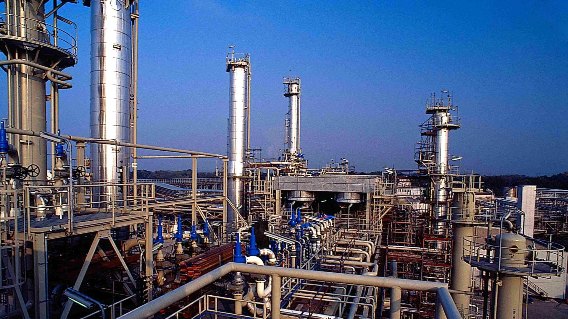 Training Maintenance Management of Oil and Gas Production Facilities